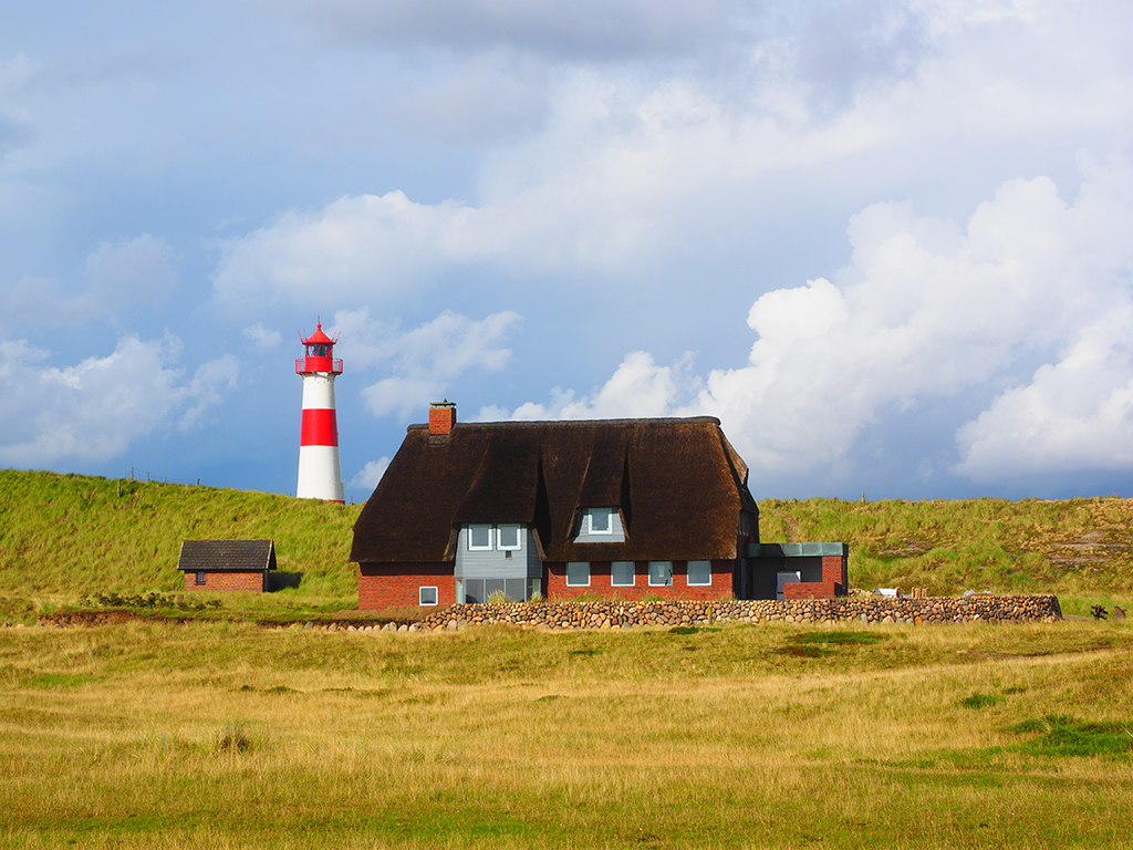 lighthouse-2851089.jpg
