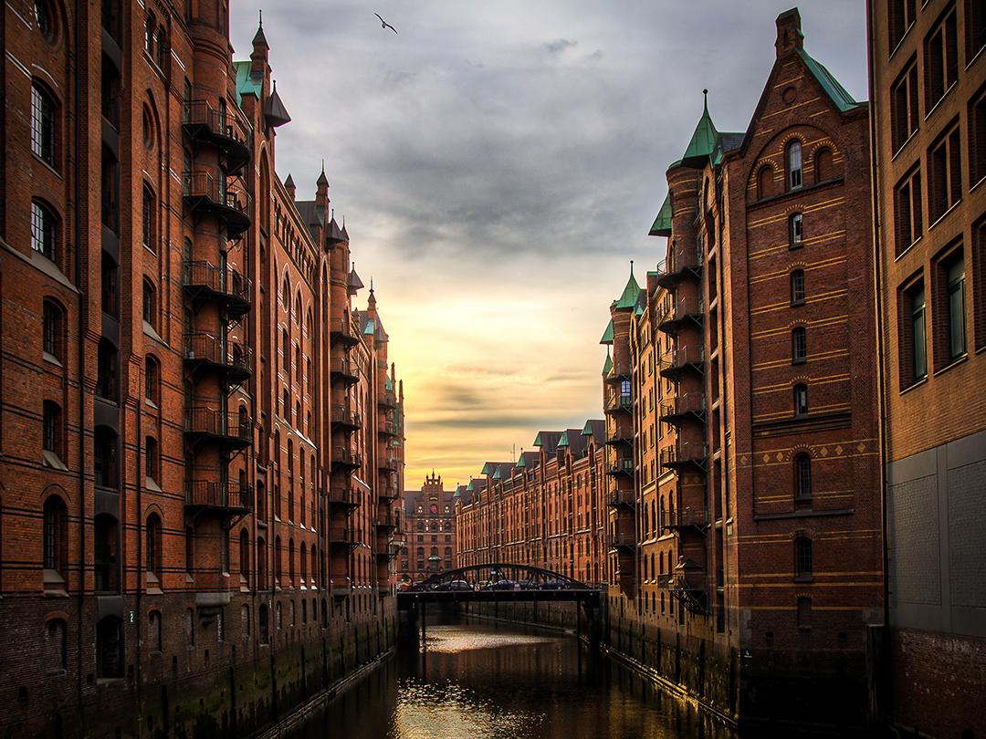 Potovanje_v_Hamburg_-_Travel_to_Hamburg_-_Photo_by_Meduana_on_Unsplash_1.jpg