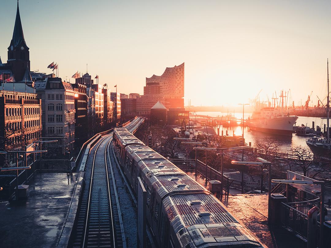 Potovanje_v_Hamburg_-_Travel_to_Hamburg_-_Photo_by_Patrick_Rosenkranz_on_Unsplash.jpg