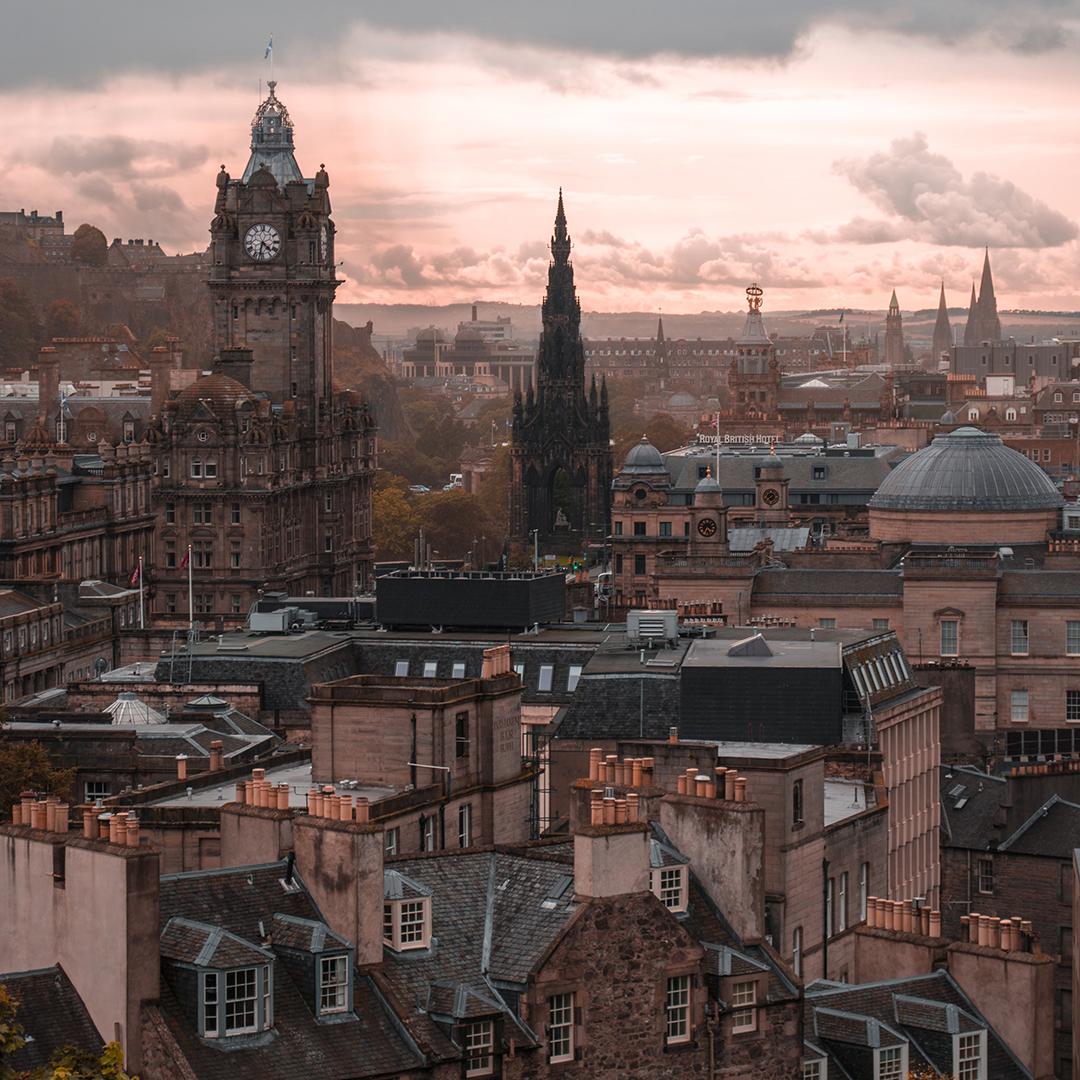 Raziskovanje_Edinburga_-_Exploring_Edinburgh_-_Photo_by_Alex_Azabache_on_Unsplash.jpg
