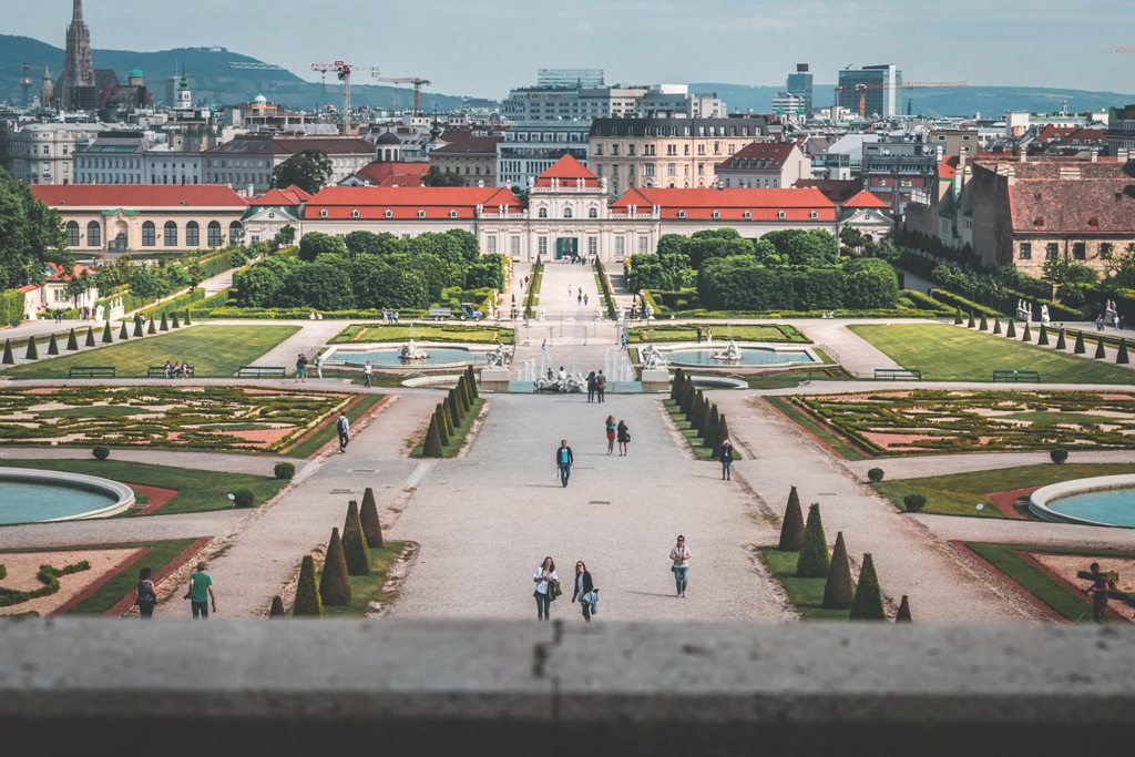 Potovanje_na_Dunaj_-_Journey_to_Vienna_-_Photo_by_daniel_plan_on_Unsplash.jpg