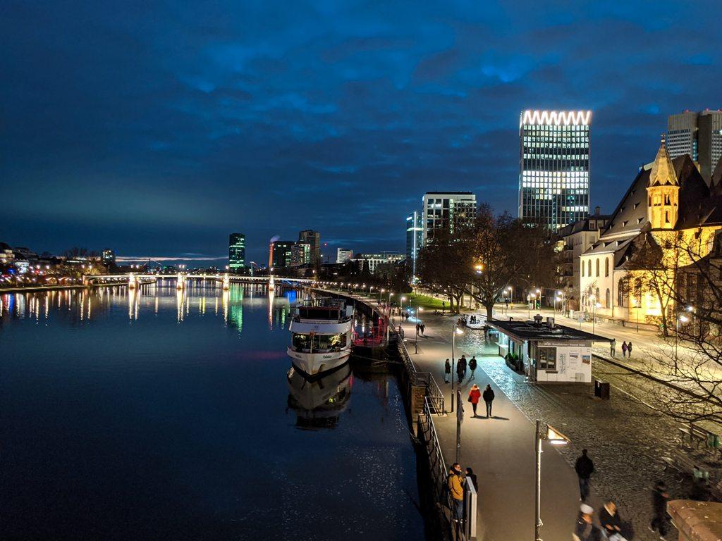 Potovanje_v_Frankfurt_-_Travel_to_Frankfurt_-_Photo_by_Paul_Kapischka_on_Unsplash.jpg