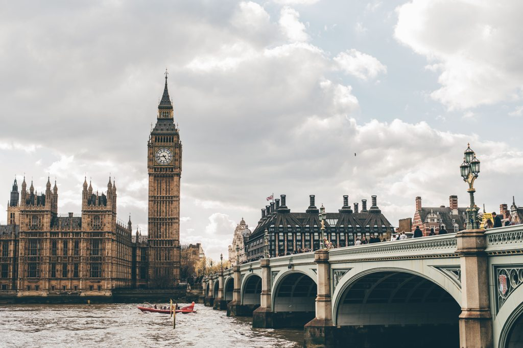 Potovanje_v_London_-_A_trip_to_London_-_Photo_by_Eva_Dang_on_Unsplash.jpg