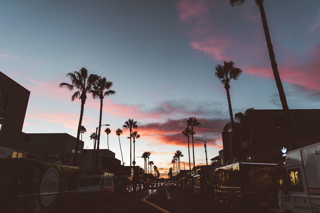 Potovanje_v_Los_Angeles_-_A_trip_to_Los_Angeles_-_Photo_by_Nathan_Dumlao_on_Unsplash.jpg