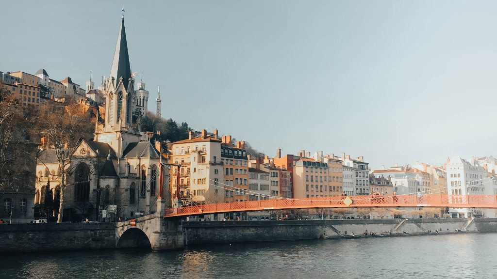 Potovanje_v_Lyon_-_Travel_to_Lyon_-_Photo_by_Nguyen_Dang_Hoang_Nhu_on_Unspla.jpg