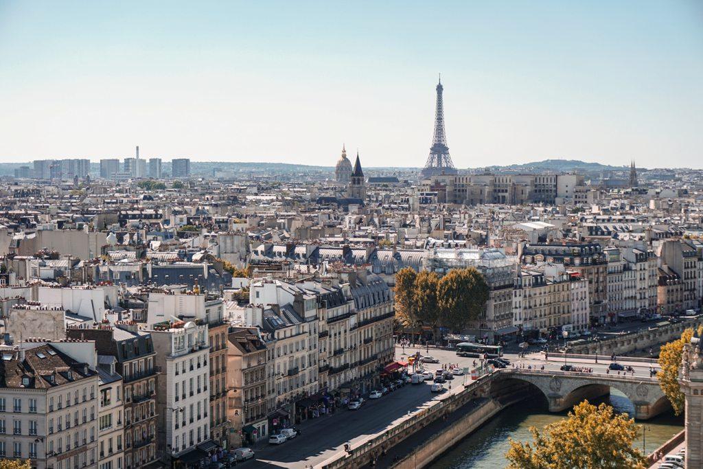 Potovanje_v_Pariz_-_A_trip_to_Paris_-_Photo_by_Alexander_Kagan_on_Unsplash.jpg