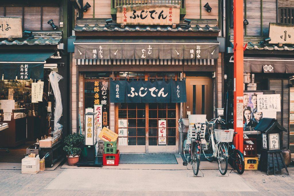 Potovanje_v_Tokio_-_Travel_to_Tokyo_-_Photo_by_Clay_Banks_on_Unsplash.jpg